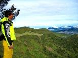 pemandangan menuju puncak tegal alun dan pondok selada