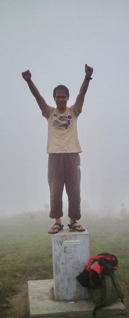 kabut tebal di puncak prau