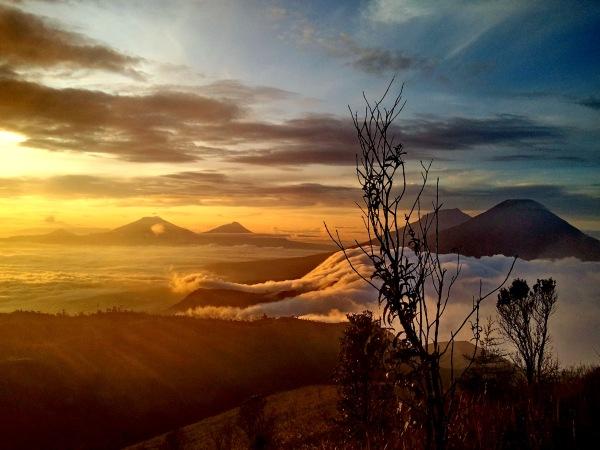 golden sunrise prau