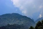 bukit menuju puncak mega