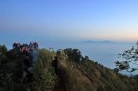 sunrise ramai orang di puncak