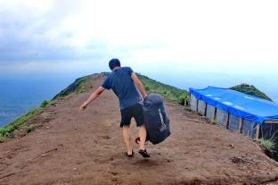 mau buka tenda di puncak