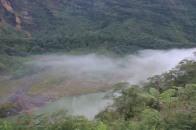 awan tipis di kawah atas danau