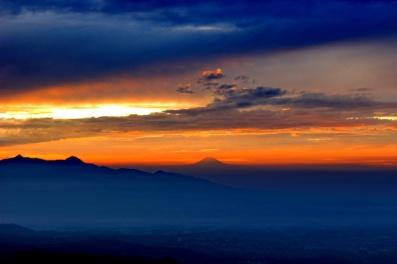 Slamet terlihat sunrise