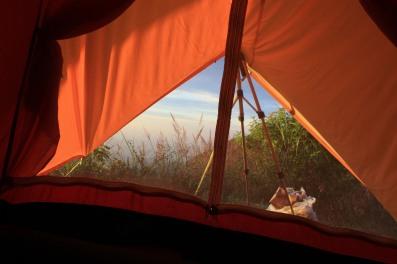 sambil nyantai di tenda